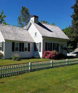 Charming Michael's Cottages Farmhouse - Haus