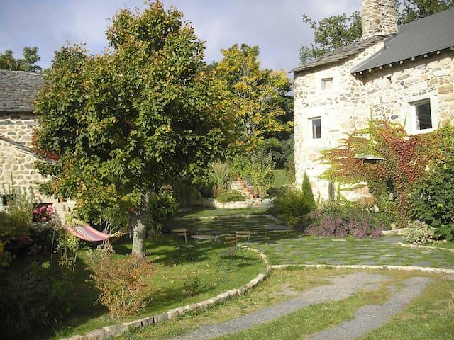 Ferme restaurée de caractère - Saint-Étienne-Lardeyrol - Casa