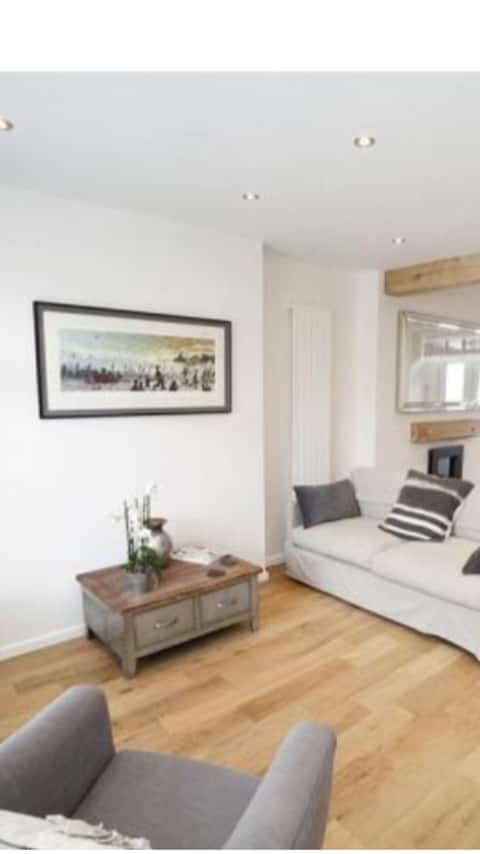 Entire refurbished Mumbles Cottage with Hot Tub