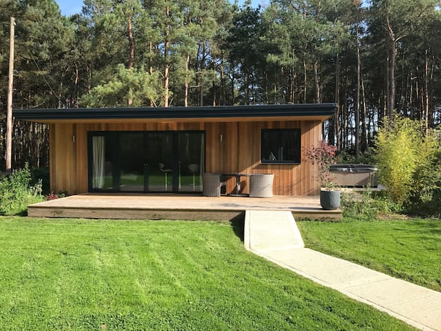 Panshill  Leisure Luxury hot tub Lodges