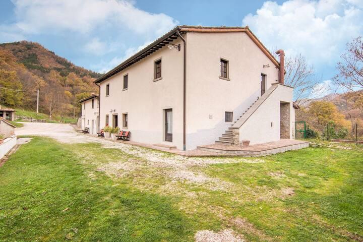 Agradable Apartamento en Borgo Pace con Barbacoa