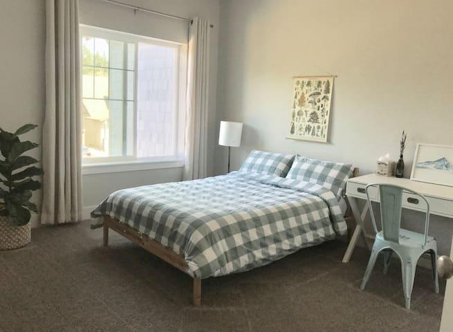New Home! Bright & Cozy Room in Hillsboro