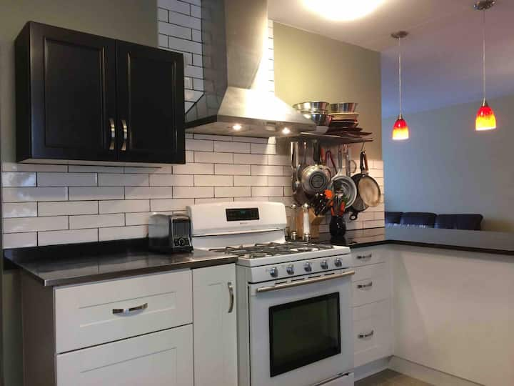 Great east side 5 bdr/2 bth home: 300nt, 1800wk,