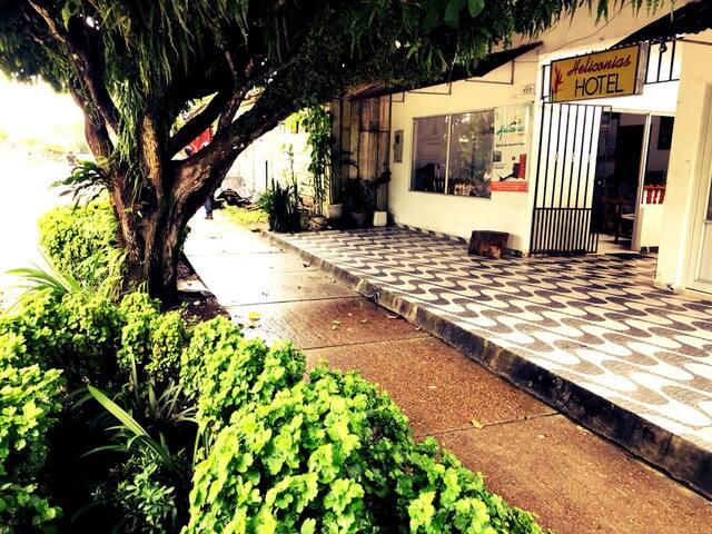Hotel Heliconias,Lejos de Casa Con Calor de Hogar