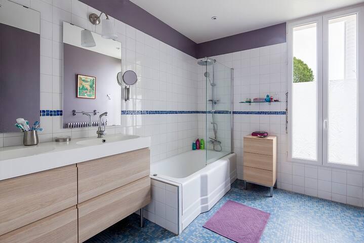 Charmante maison/appartement proche de Paris - Saint-Denis - House