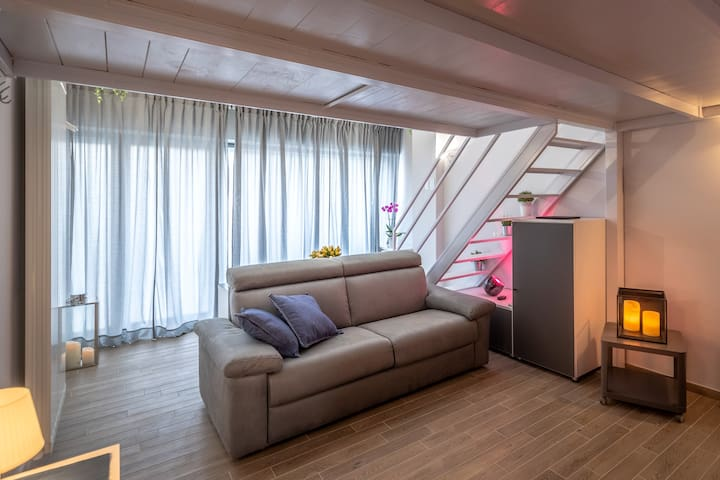 Overview of the lower loft with confortable sofa bed - (all pictures copyright Michele Falzone/Milky House Milan)