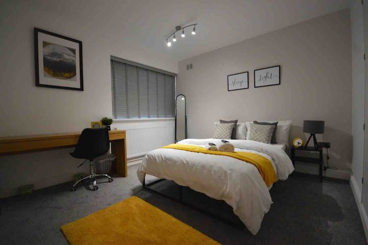 Stunning 3 Double Bedroom Apart - Coventry Centre