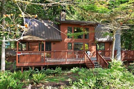 Riverfront mountain cabin w/ private hot tub & wonderful views - Dogs ok!