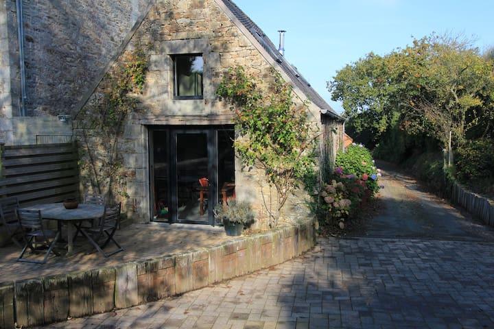 petite maison, proche mer, campagne et ville - Saint-Pol-de-Léon - Casa