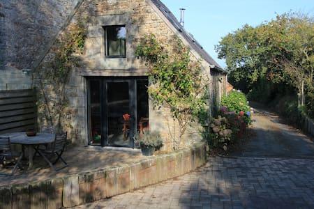 petite maison, proche mer, campagne et ville - Saint-Pol-de-Léon - House
