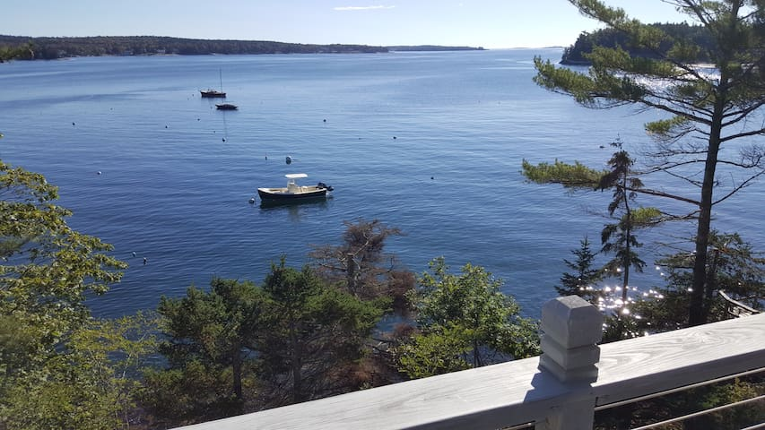 Boothbay Harbor Cottage-On Ocean- Great Views