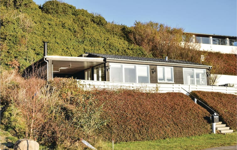 Holiday cottage with 2 bedrooms on 53 m² in Ebeltoft