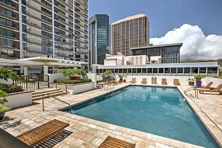 NEW! Honolulu Condo - Private Balcony, Ocean Views
