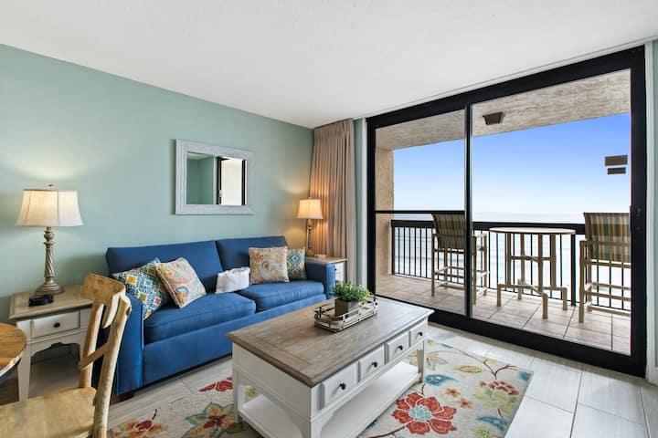 11th Floor Comfortable Condo, On-site pools w/ splash pad, Restaurant w/ bar
