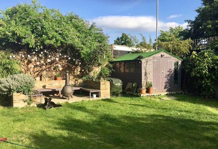 Large, light double bedroom - Brixton Hill