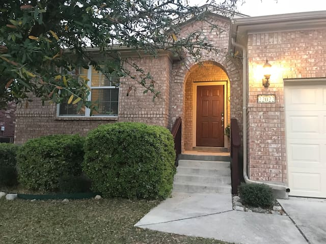 Stone Oak/281 cozy & private room! great value