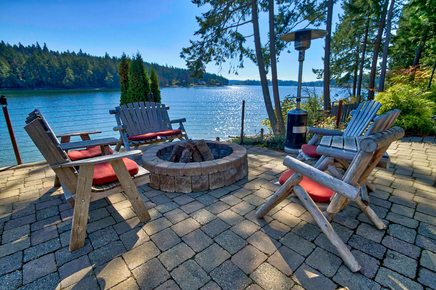 Welcome to B E A U T I F U L Stella Maris where secluded Filucy Bay is your bonfire companion!