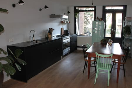 Bright modern, new city apartment with local vibe - Amsterdam - Apartment