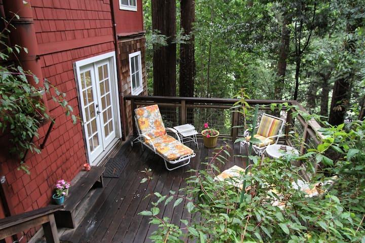Snug Arbor- Private Suite