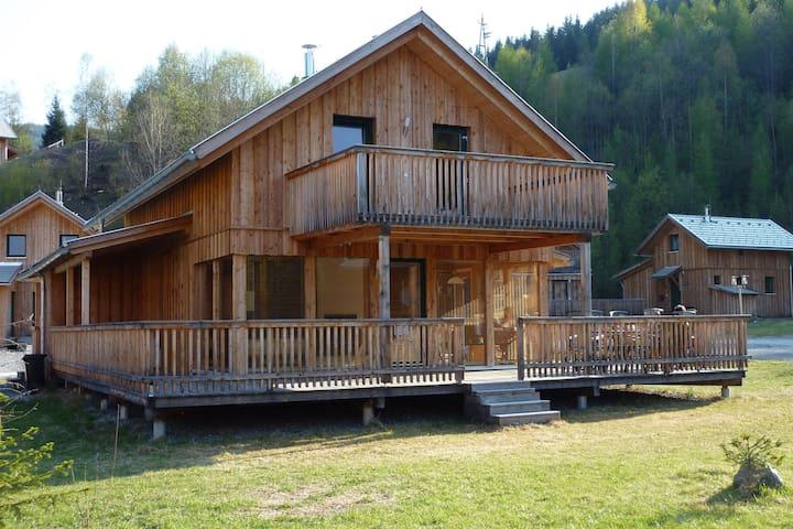 Detached Wooden Chalet with sauna near Kreischberg