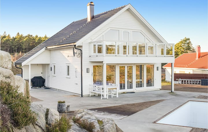 Beautiful home in Grimstad with Outdoor swimming pool, Sauna and 3 Bedrooms