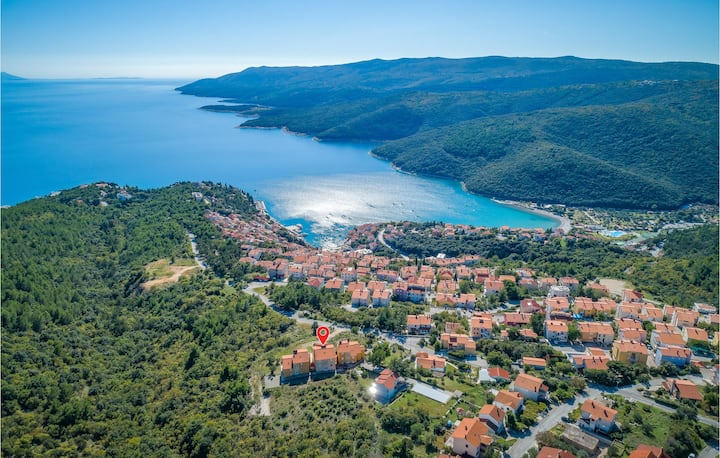 Nice apartment in Rabac with Outdoor swimming pool, WiFi and 2 Bedrooms