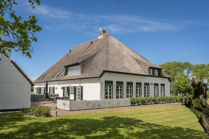 Apartment in a sunny location in a farmhouse in De Cocksdorp on the island of Texel