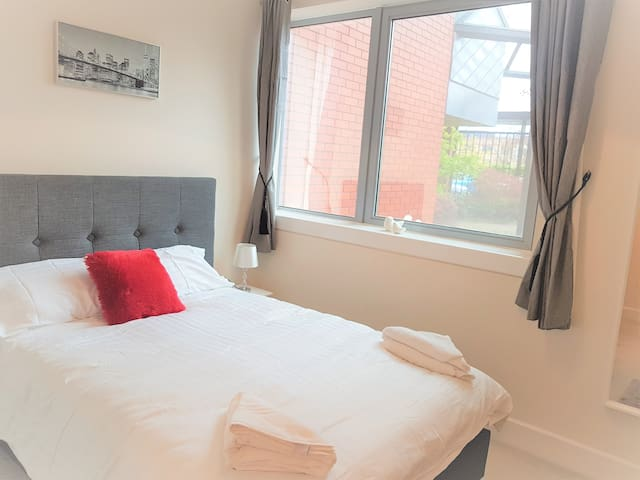 Luxury MK City Centre 2 Bedroom Serviced Apartment - Milton Keynes - Pis
