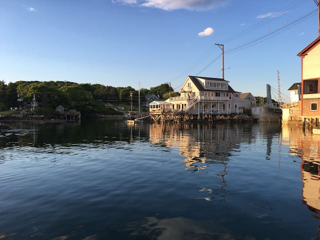 Unique Harbor House On The Water - South Bristol - Huis