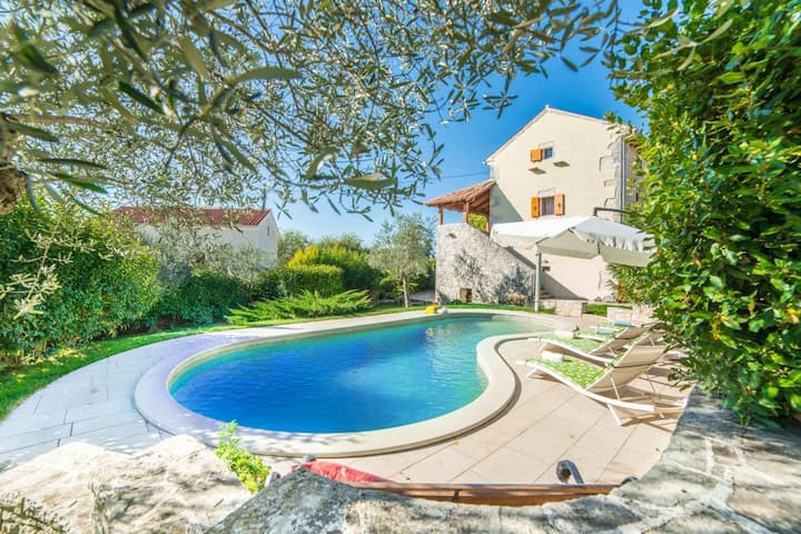 Charm stone Villa with a private pool