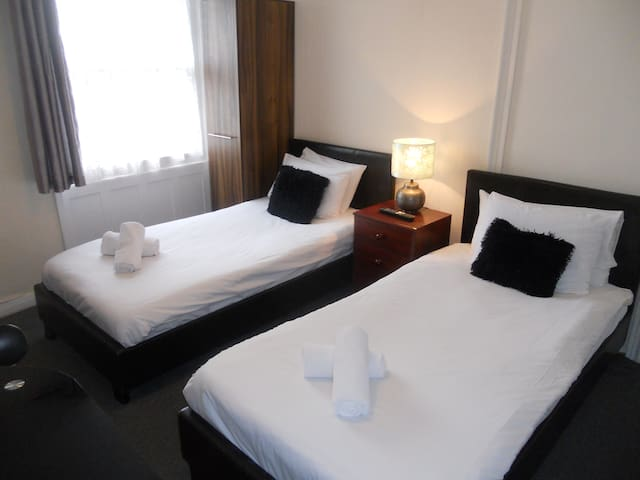Twin Room, shared facilities 7