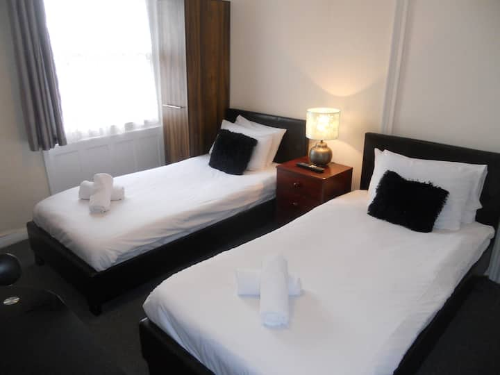 Twin Room, shared facilities 7