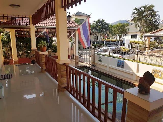 Pool Villa in secure development - Tambon Hua Hin - Bungalow