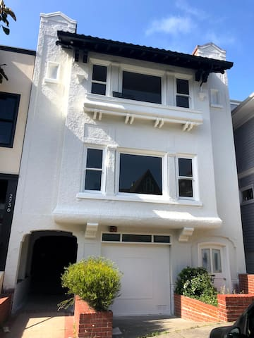 Pacific Heights View House -  3000 Square Feet!
