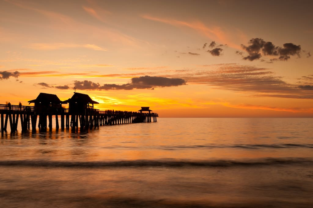 10 minutes from best beaches and 20 minutes to downtown naples and the pier