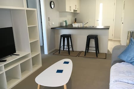 Self contained newly renovated granny flat - Miami - Daire