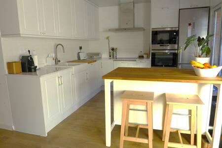 Casa unifamiliar muy amplia y soleada cerca de Bcn - Sabadell