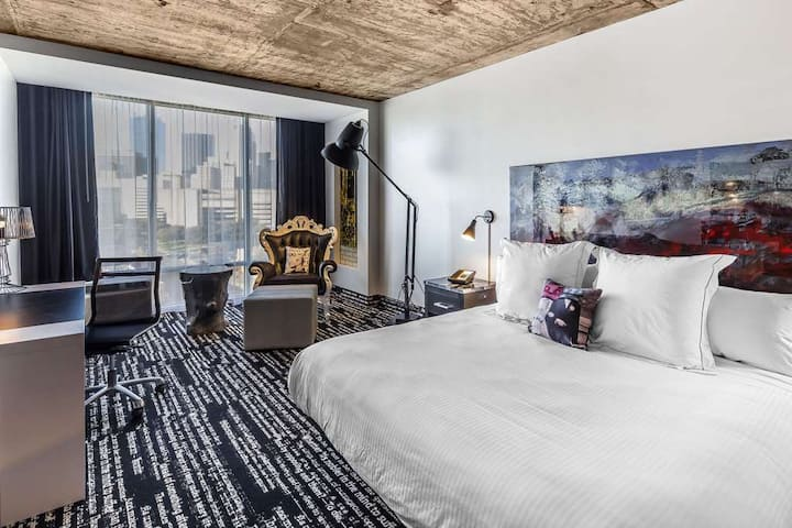 Deluxe King @ Downtown Dallas Boutique Hotel