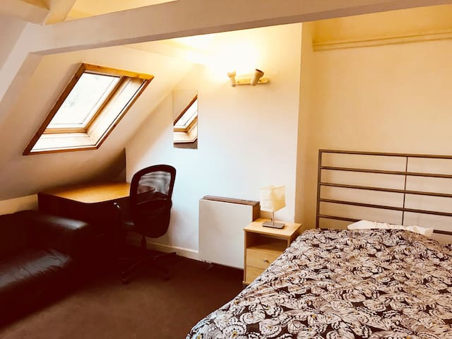 Bright picturesque room in the heart of Bristol