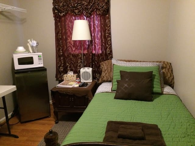 Cozy room in a nice community - Chantilly - Townhouse