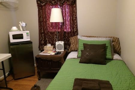 Cozy room in a nice community - Chantilly