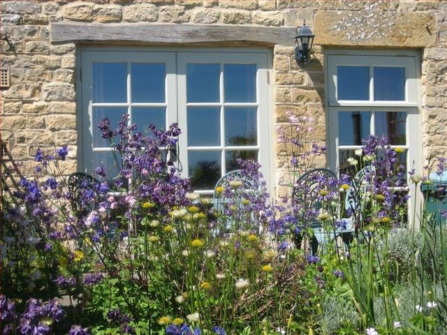 Skylark Cottage, a Cotswold retreat - Blockley - House
