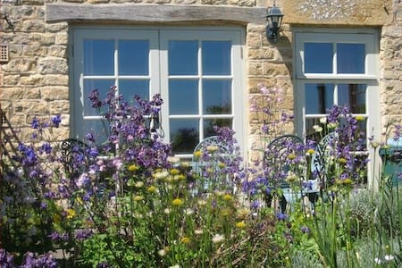 Skylark Cottage, a Cotswold retreat - Blockley - House - 0
