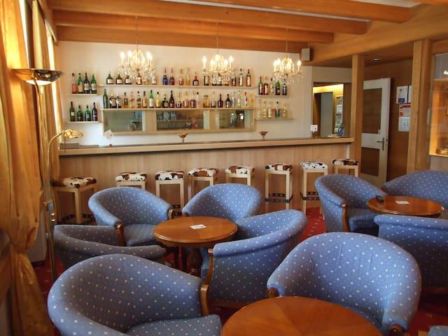 Bar und TV-Raum