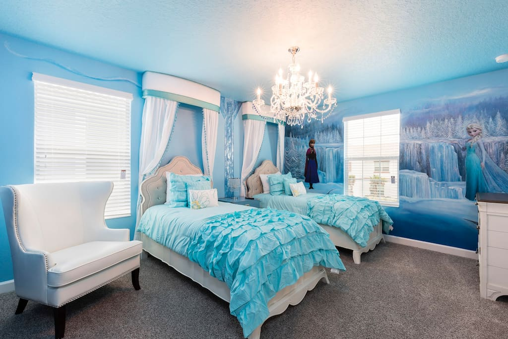 "Enchanted ""Frozen"" room"