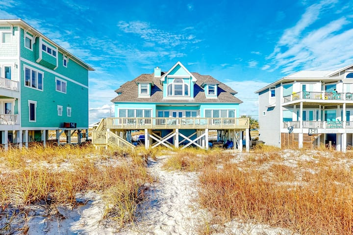 New listing! Gulf front, dog-friendly getaway w/ a furnished deck & beach access