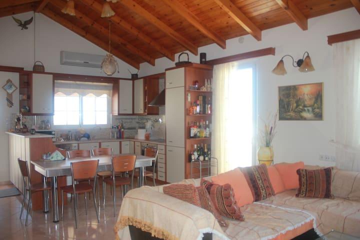 Penthouse for 6 people in Kokkini Hani