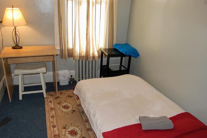 Cozy private room Astoria 10min to LGA, Manhattan