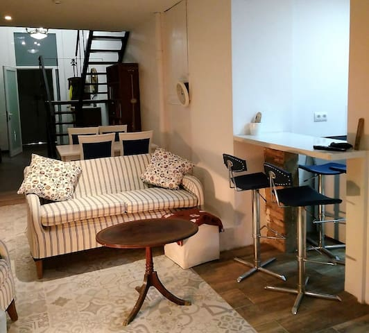 NICE DOUBLE ROOM in GRACIA with PRIVATE BATHROOM
