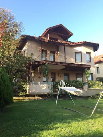 Kartepe'de tripleks, bahçeli, havuzlu villa...